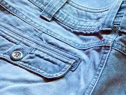 Jakie spodnie męskie trzeba mieć w szafie?
